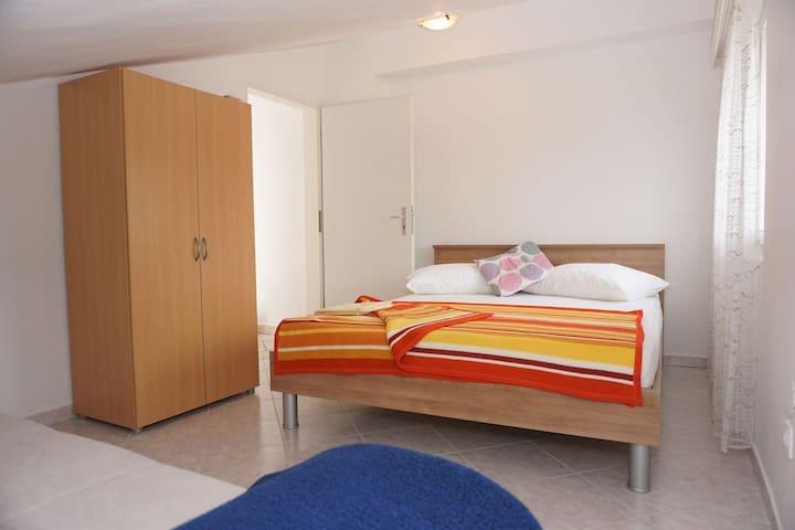 Third separate double bedroom 1.60m plus bedsofa