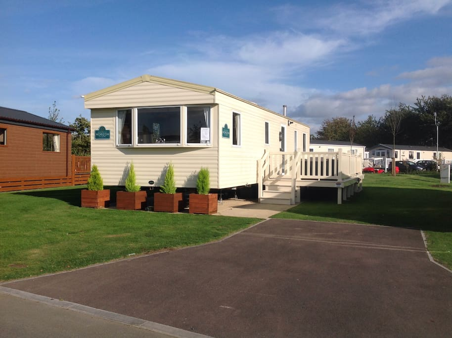 8 Berth Caravan With Hot Tub At Tattershall Lakes Bungalows For Rent In Tattershall England