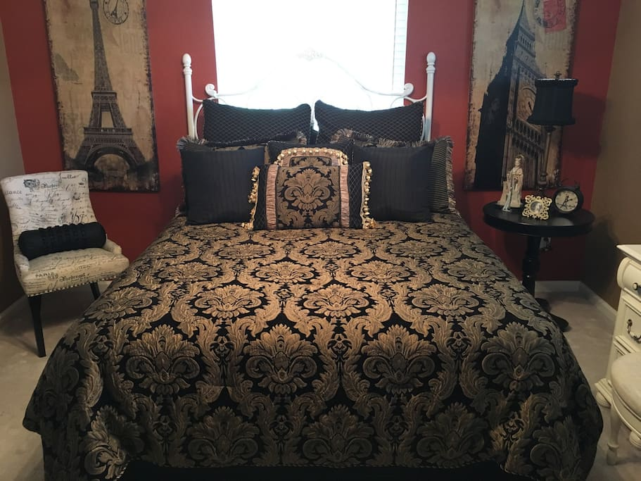 Queen Sized Bed with Luxurious Croscill Bedding