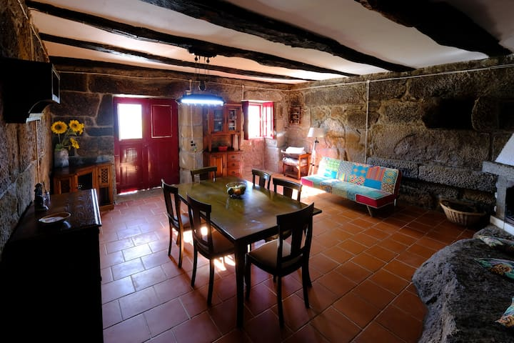 NEW! Douro Valley Rustic House (river view, wifi)