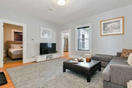 NEWLY RENOVATED WITH KING BEDS & PARKING