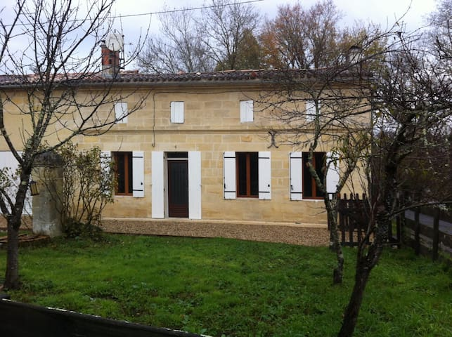 Belle maison pierre prox St Emilion - Saint Seurin sur l'Isle - Rumah