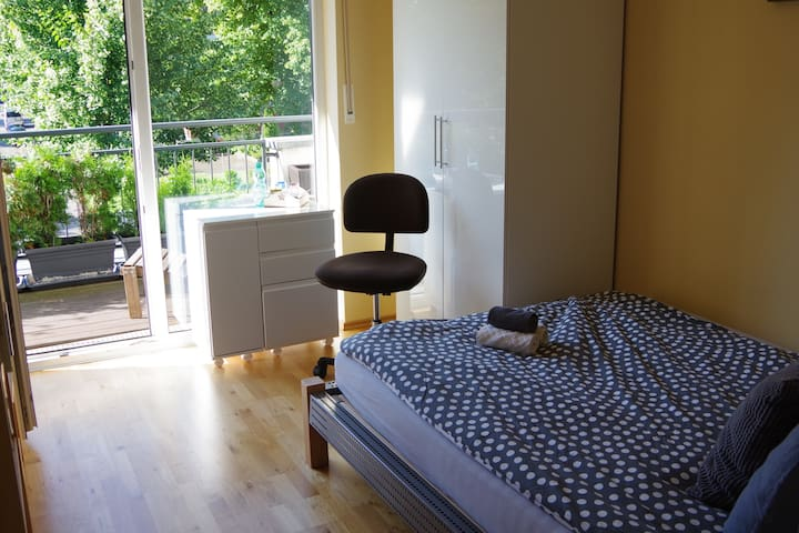 Own floor with balcony // Eigene Etage mit Balkon