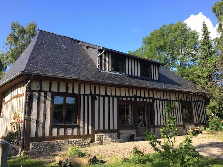 La Roque-Baignard -Norman cottage nested in valley