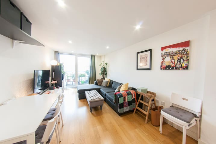 Quiet, Spacious 1BR Hackney Central Flat for 3