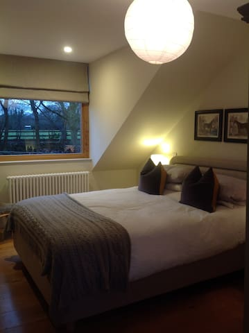The Barn, Lansdown, Bath with LARGE HOT TUB