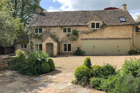 Perfect Riverside Cotswold Cottage