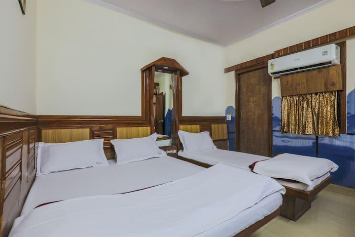 Room for 3 people near New Delhi Railway Station