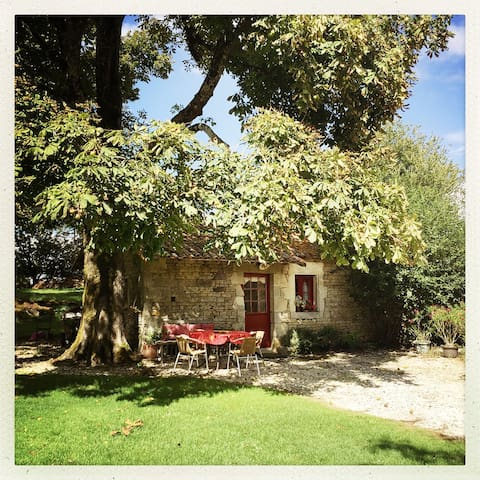 Self catering cottage / French farm - Sepvret - Apartemen