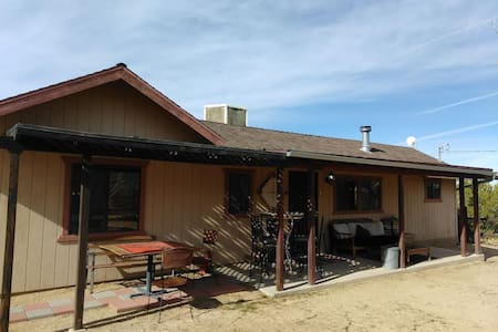 Thunderbird Lodge Retreat - Aurora Club House - Yucca Valley