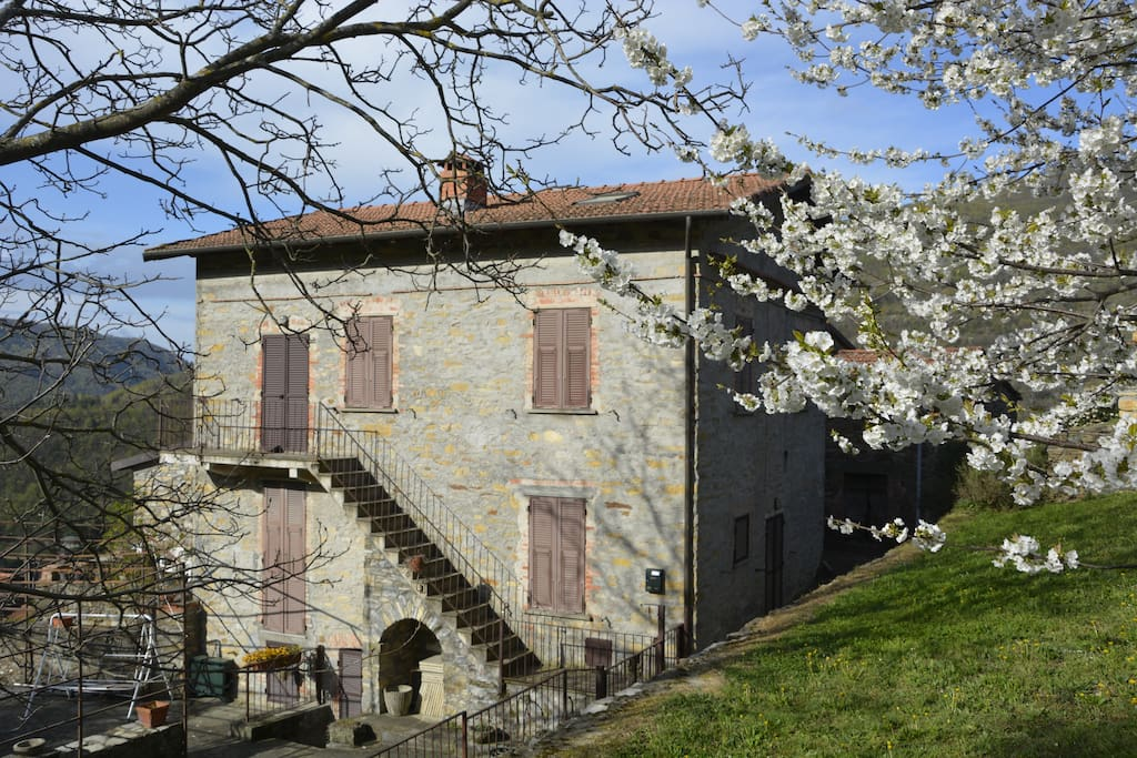 view of the house in the spring from the agriturismo's garden