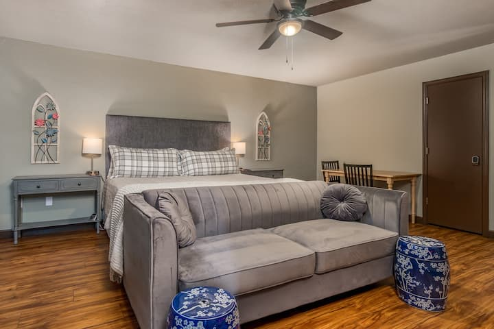 Charming Townhome - Suite 1 - Travel Nurse Ready