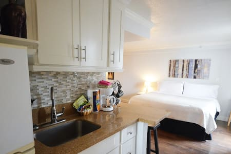1009 KING BED Modern/Waikiki Beach - Honolulu - Apartment
