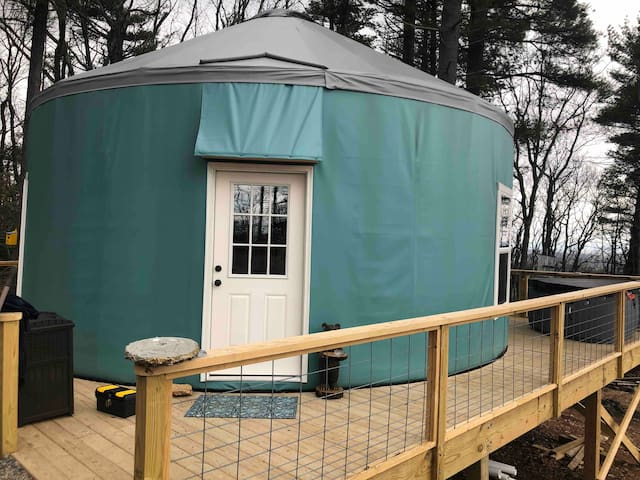 Spacious Yurt w/hot tub and views