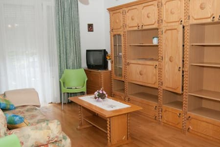 450m from Lake, great location - Apartment