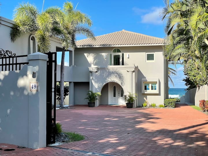 Las Olas Beachfront Villa