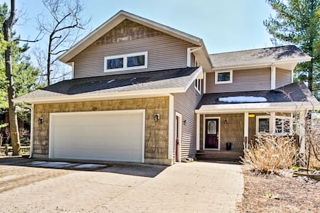 Spacious Mears House -Steps From Lake Michigan!