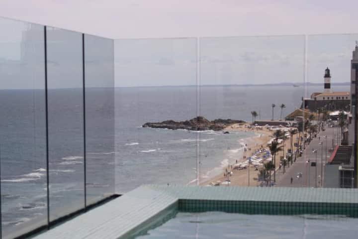 Ap com vista para o mar, próximo ao Farol da Barra