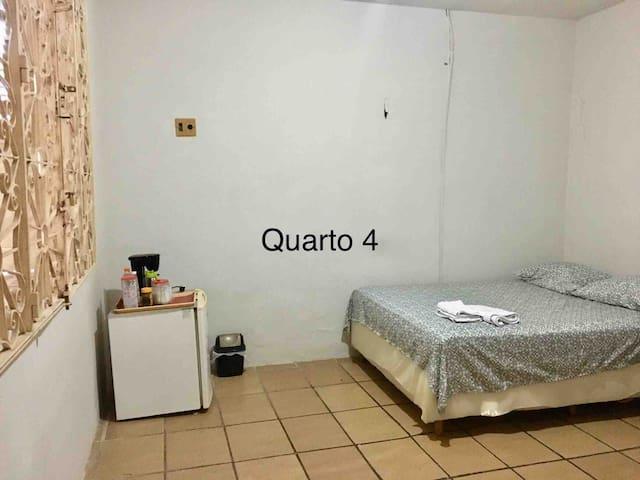Quarto 4 - Suíte com cama de casal - Renascença II