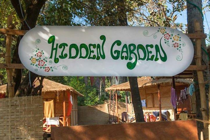 Hidden Garden Hut 4