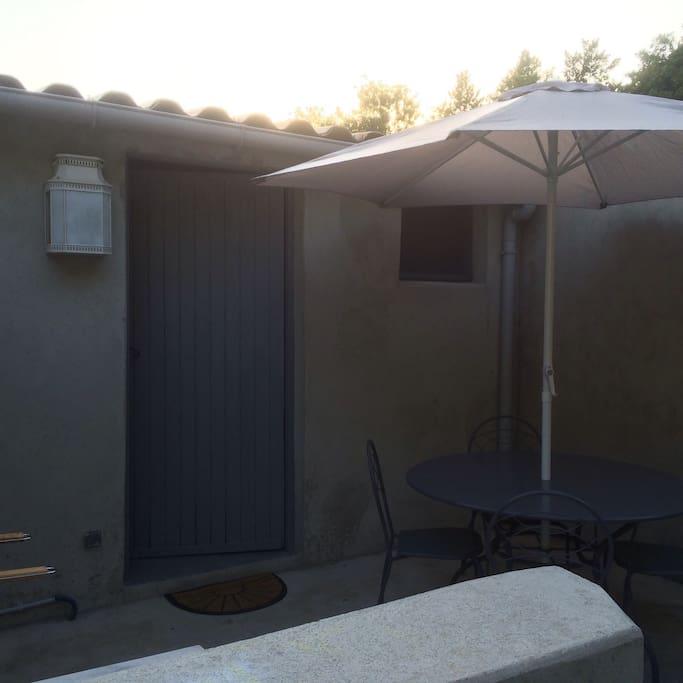 petite maison grd studio 40m2 terrasse houses for rent in linguizzetta corse france. Black Bedroom Furniture Sets. Home Design Ideas