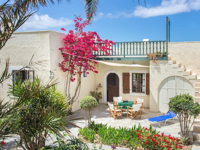 Bougainvillea house in Crete - Sitia