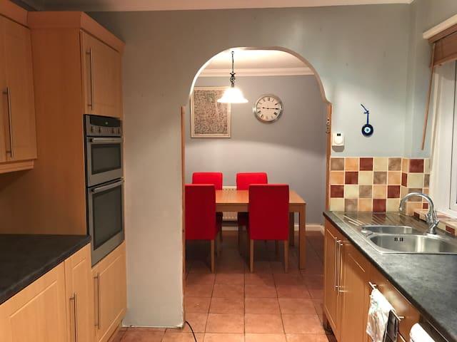3 bed house in Riverhead, Sevenoaks