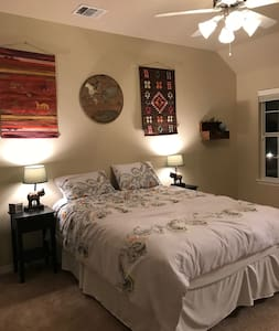 Upscale Vacation Townhome - 1 mile to A&M Campus!