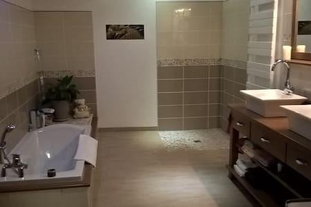 Chambre cosy dans maison cachée Private Bathroon - Le Mans