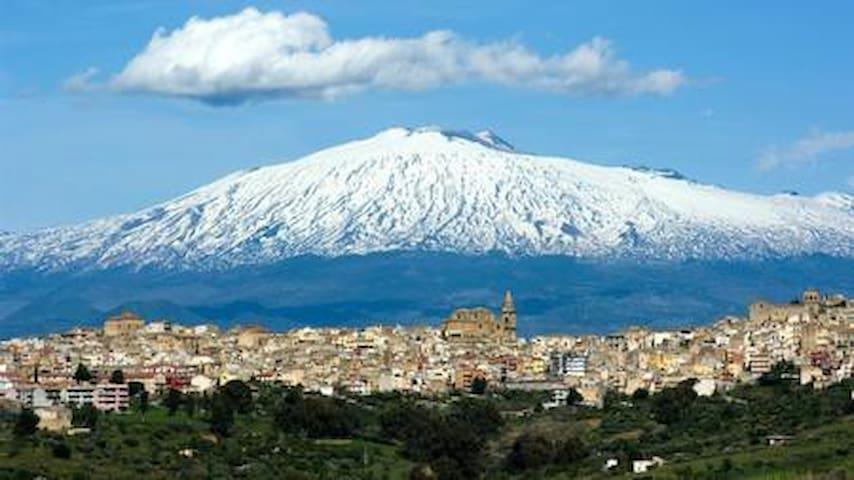 Studio at the foot of Vulcano Etna