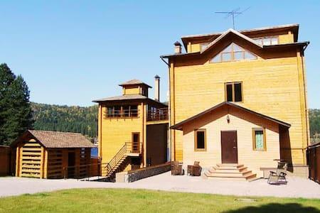 Уютный дом на берегу Телецкого озера