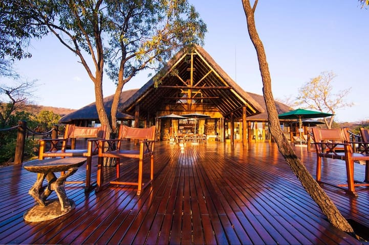 "Metsi Lodge: Fully Catered Luxury ""Big-5"" Lodge"