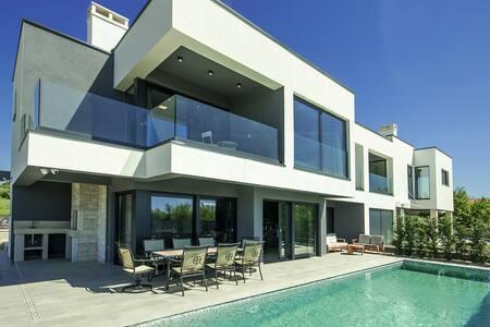 Modern holiday home Villa Rose