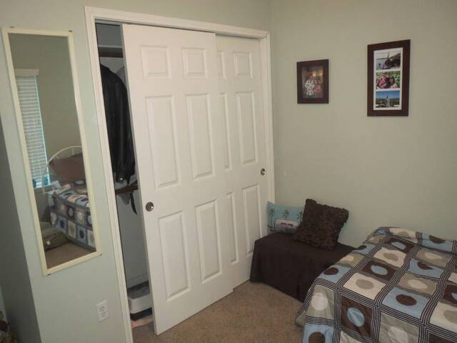 Comfy room in a beautiful home in Sugarland