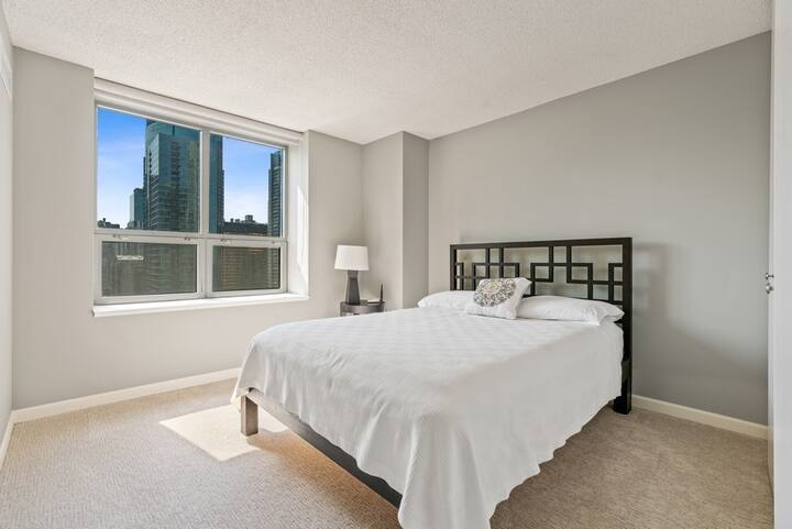 Room with Spectacular city and lake view