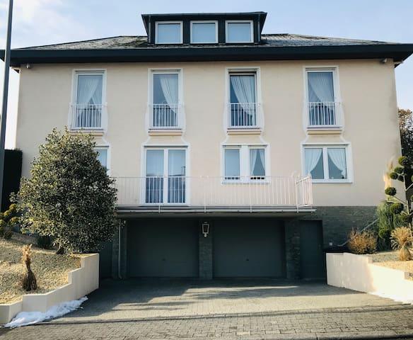 Stilvolle Wohnung, gehobene Gegend von Wiesbaden