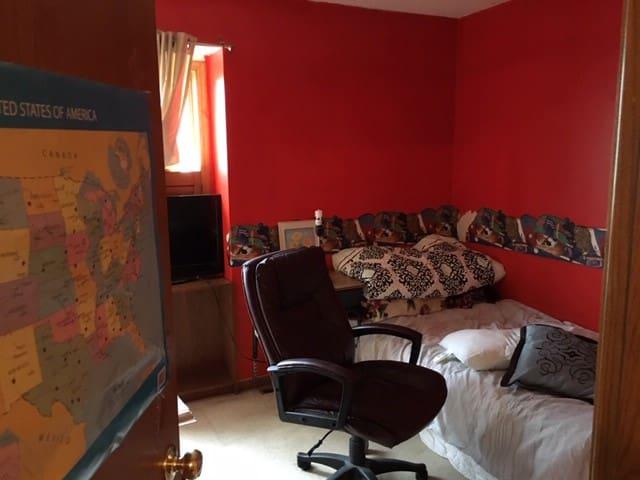 MSP/MOA home in beautiful Eagan. Family friendly