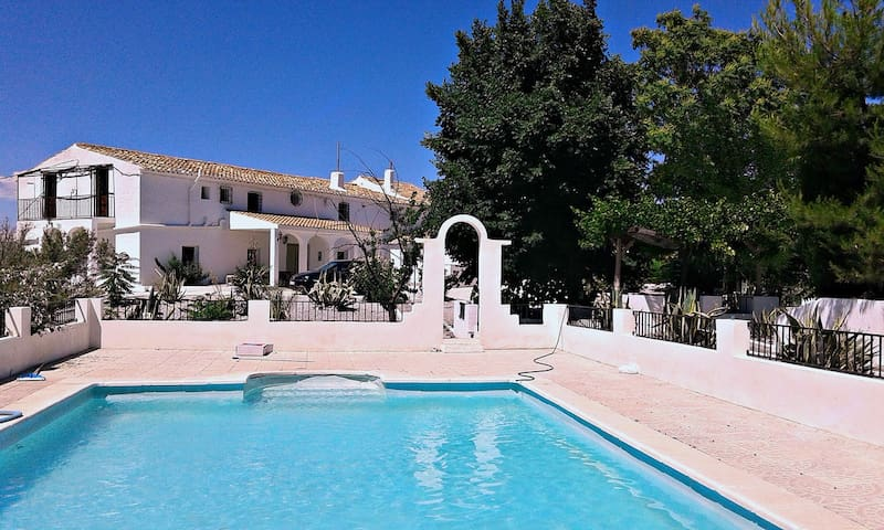 Villa - 120 km from the beach - Baza - Casa de campo