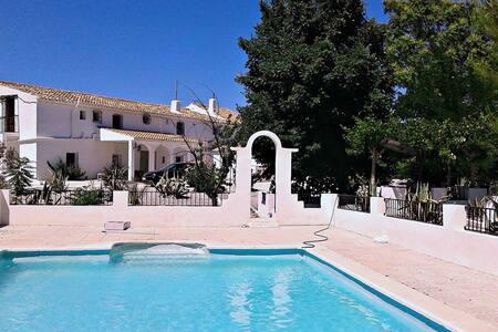 Villa - a 120 km de la playa - Baza - Casa de camp