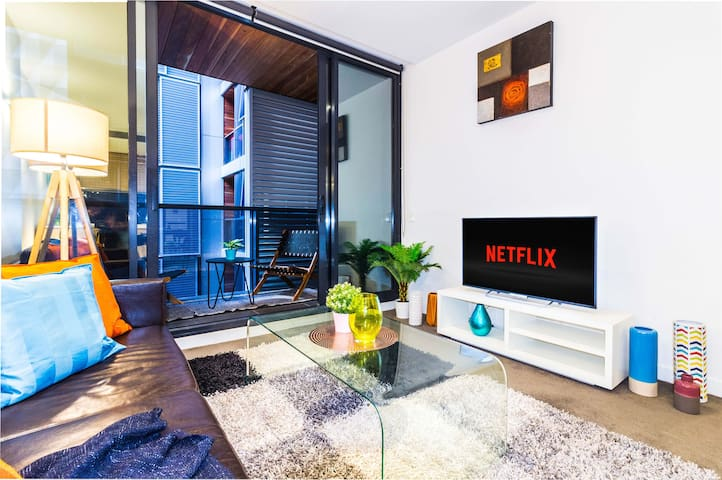 Impressive 2 Bed CBD Apart on Flinders + Netflix