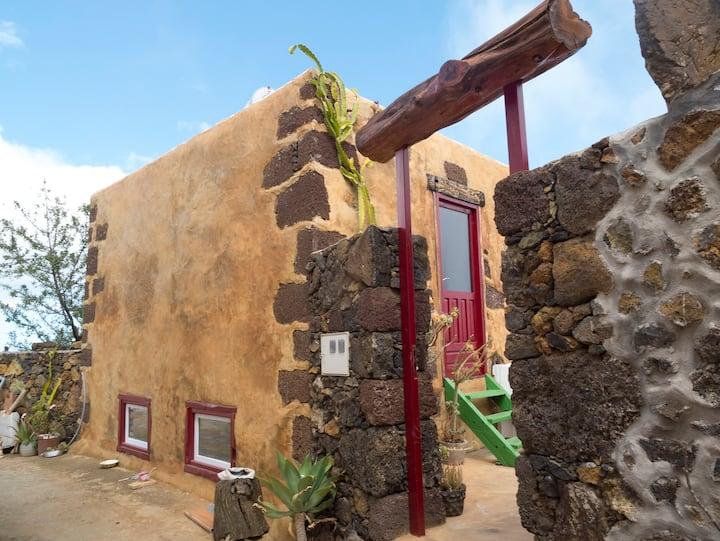 Casajuaclo casa rural con  sala de exposiciones