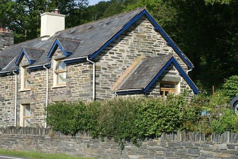 Cosy base for exploring Snowdonia
