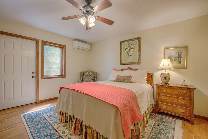 Guest suite with private entrance