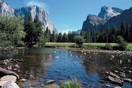 Bass Lake Cozy Cottage - near Yosemite