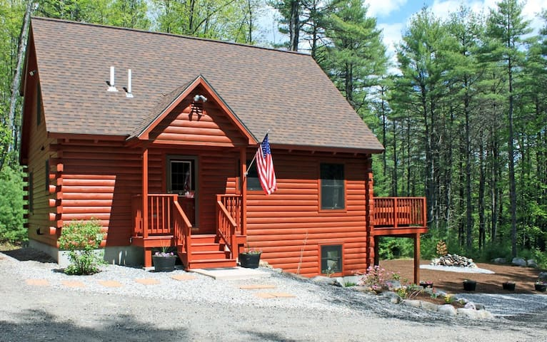 Black Bear Log Cabin (Maine - Southern Maine) - Harrison - Srub