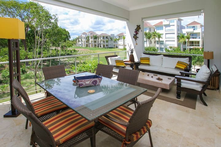 Fully equipped apartment overlooking golf course