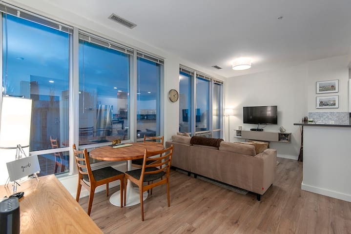 Chic 1 BR in the ❤️HEART❤️ of Downtown!