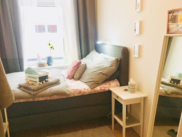 NEW BED ★ Gorgeous Hideout & Close to Everything