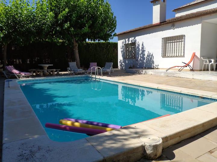 Villa with swimming pool, Beach 300m far.