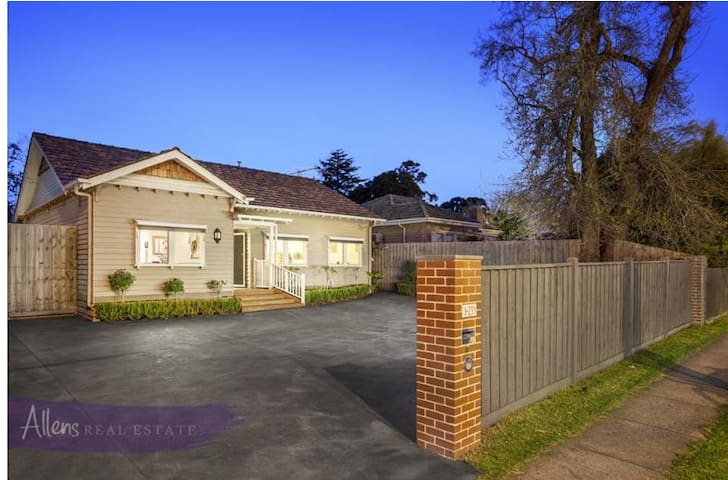 Easy Modern Living & Commuting - Nunawading - House